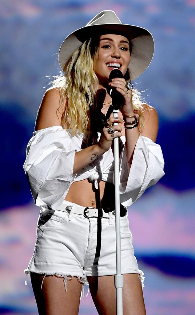 rs_634x1024-170521180838-634.Miley-Cyrus-Billboard-Music-Awards.kg.052117