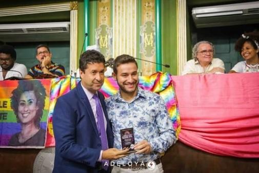 Filipe foi homenageado em sessão especial promovida pelo vereador Marcos Mendes Foto: Adeloyá Magnoni